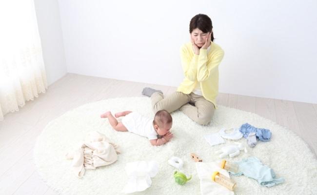 赤ちゃんグッズと親子