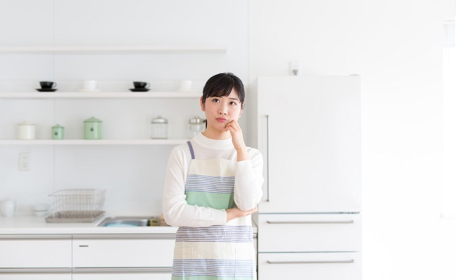 離乳食を作るママのイメージ
