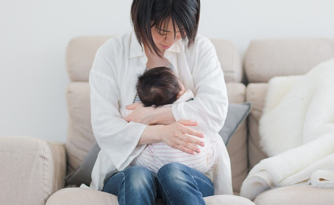 赤ちゃんの縦抱きのイメージ