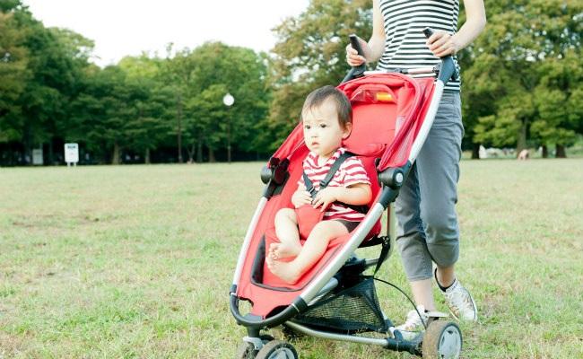 赤ちゃんとベビーカーのイメージ