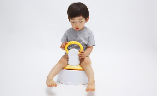 トイレトレーニング中の子どものイメージ
