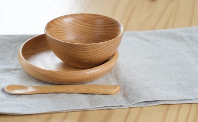 スプーンなどの離乳食の食器のイメージ