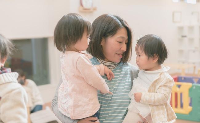 子育て支援センターを利用しているイメージ