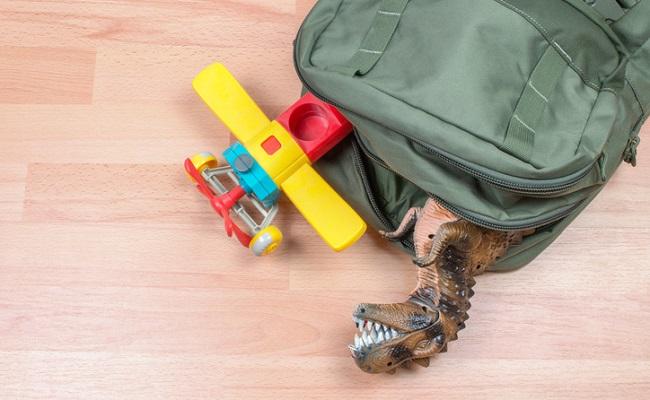 2歳児を連れた旅行の手荷物イメージ