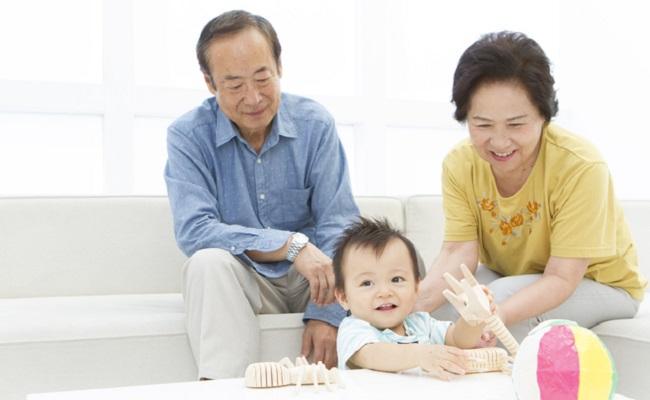 じいじばあばと赤ちゃんのイメージ