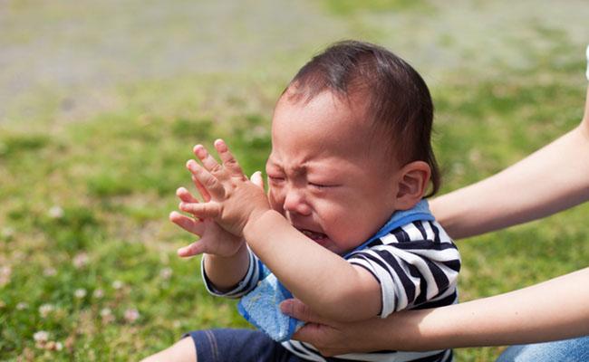 苦しそうな赤ちゃんのイメージ