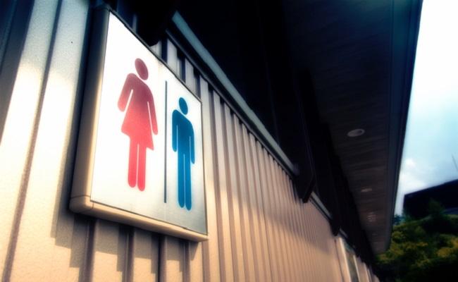パーキングエリアの公衆トイレのイメージ