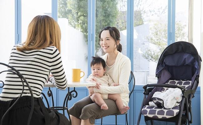 夫の連れ子とママ、赤ちゃんのイメージ