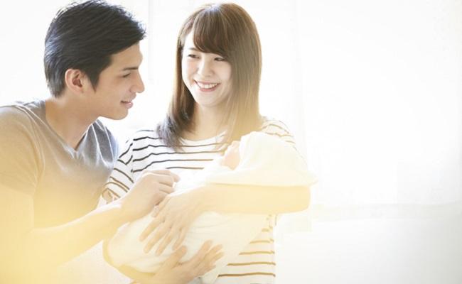 生後1~2カ月の赤ちゃんと夫婦