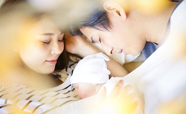 産後の夫婦のイメージ