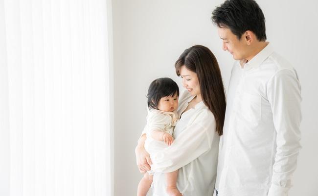 パパとママと赤ちゃんのイメージ