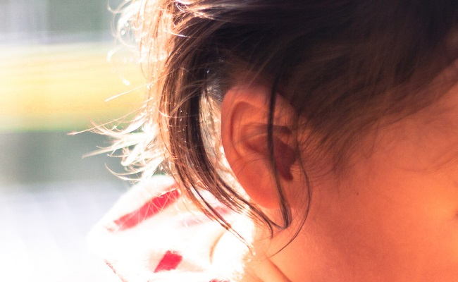 女児の耳のイメージ