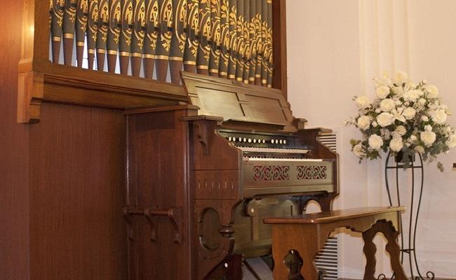 教会のパイプオルガンのイメージ