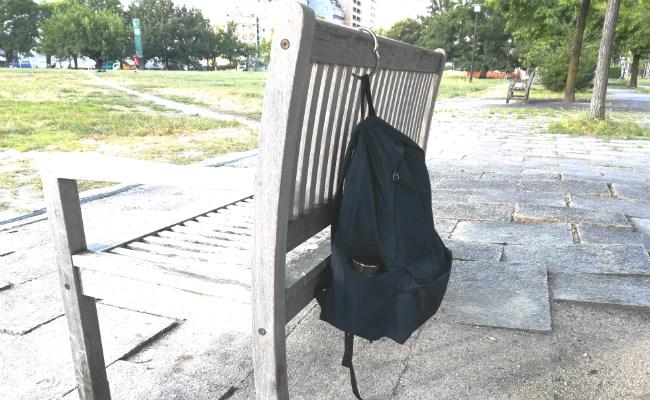 ベンチに掛けたclipa(クリッパ)
