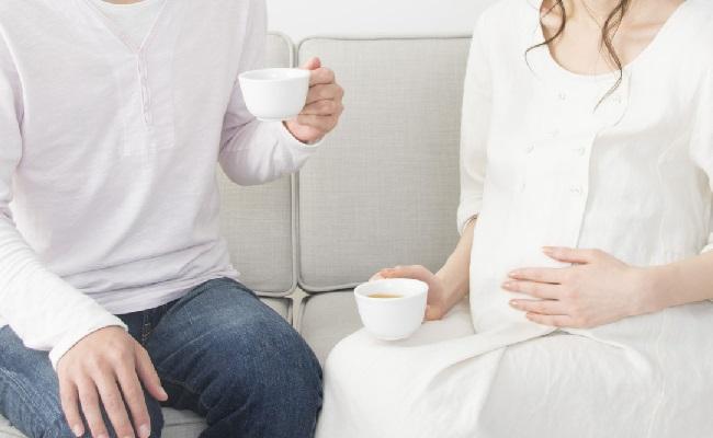お茶をしているカップル