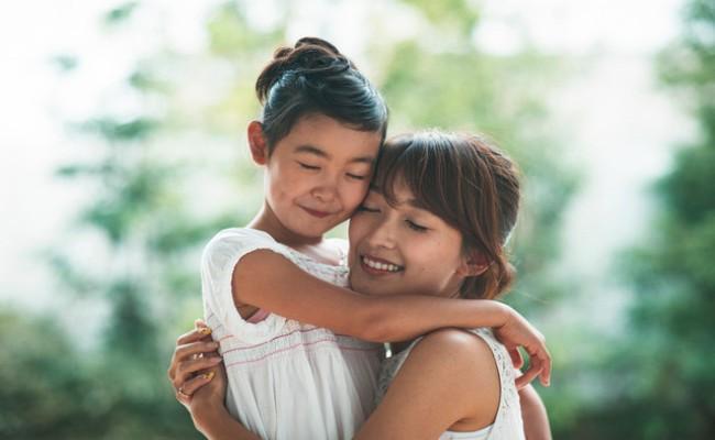 幸せな親子のイメージ