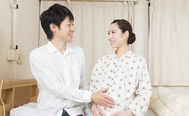 出産当日の夫婦のイメージ