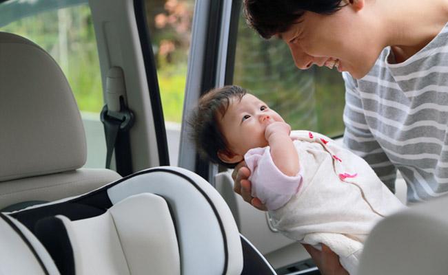 車に乗る赤ちゃんのイメージ
