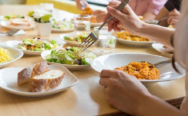 外食のイメージ