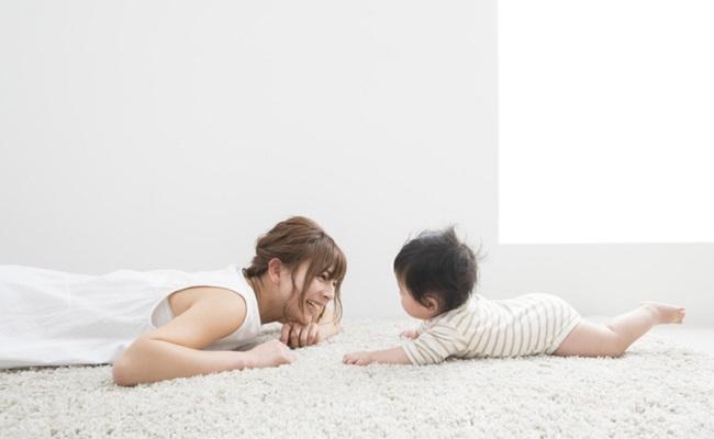 赤ちゃんとのふれあいのイメージ