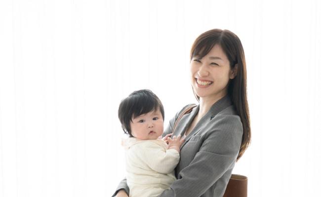 ワーママと赤ちゃんのイメージ