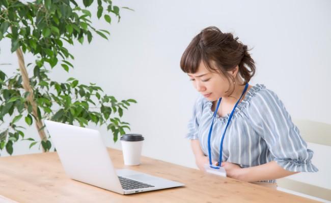 子宮内膜症の痛みを抱えている女性のイメージ
