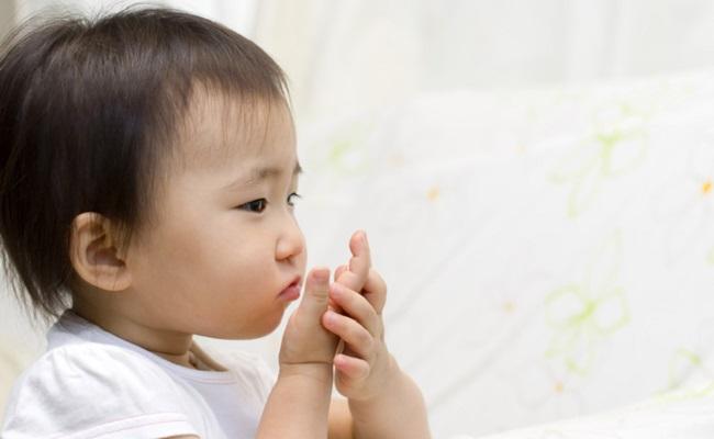 咳をする赤ちゃんのイメージ