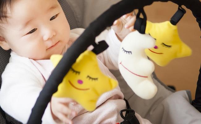 バウンサーに乗る赤ちゃんのイメージ