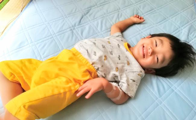 ユニクロドライパジャマを着た子ども