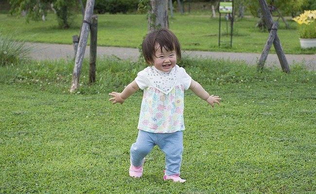 走る赤ちゃん