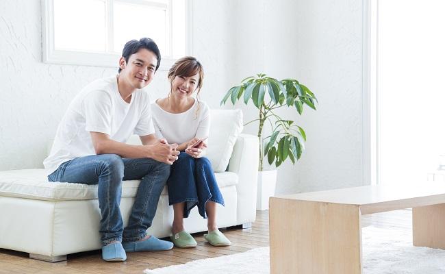 妊娠・妊活サポートアプリを共有する夫婦のイメージ