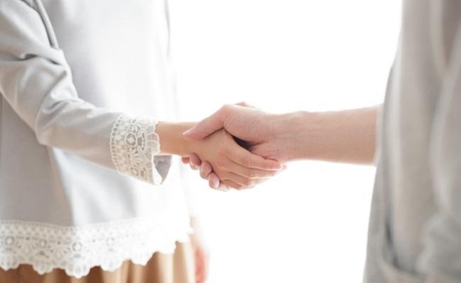夫婦で協力するイメージ