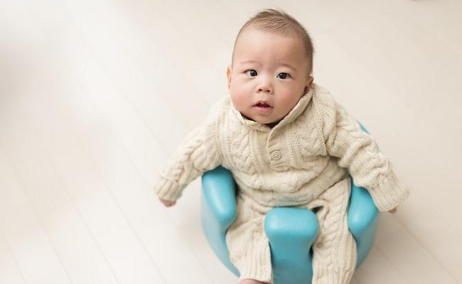 バンボに乗る赤ちゃん