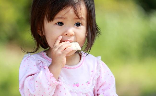 離乳食完了期の赤ちゃん