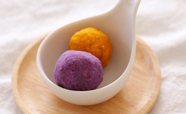 1歳~1歳6カ月ごろ(離乳食完了期)のレシピ「紫芋とかぼちゃのマッシュボール」