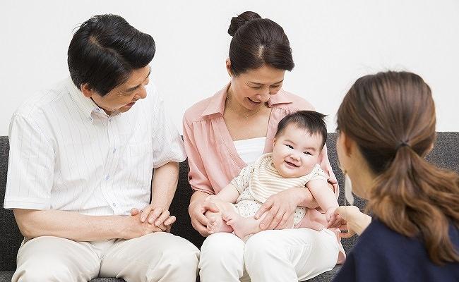 赤ちゃんと義両親