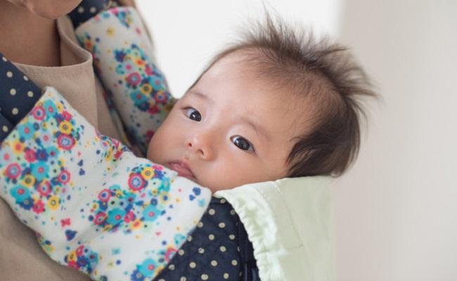 抱っこひもと赤ちゃんのイメージ