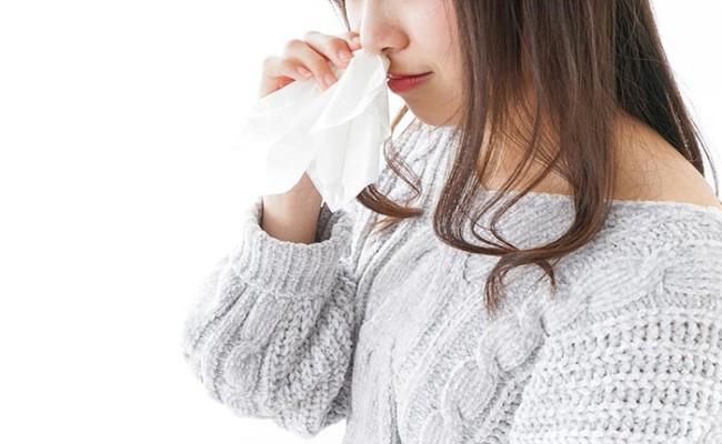 鼻血が出ている妊婦さんのイメージ