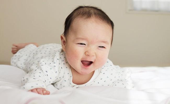 首がすわっている赤ちゃんのイメージ