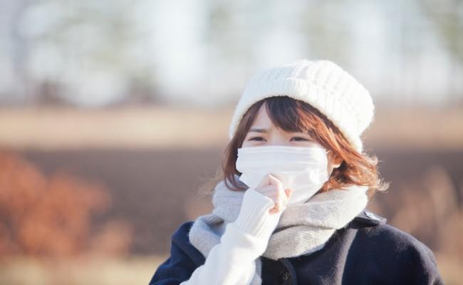 咳をしている妊婦さんのイメージ