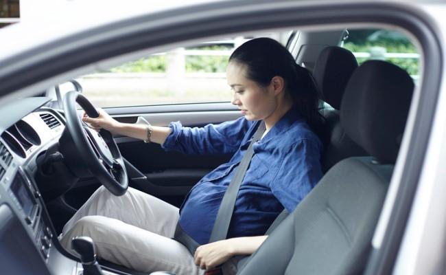 妊娠中の運転のイメージ