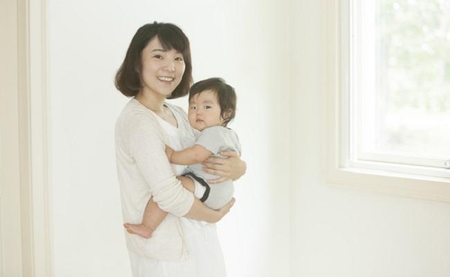 959f479419e4b 足がまっすぐに 」赤ちゃんの抱っこの仕方を助産師がアドバイス jpg