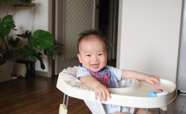 歩行器に乗っている赤ちゃんのイメージ
