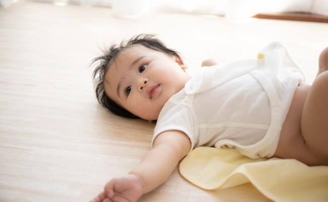 赤ちゃんのおむつ替えのイメージ