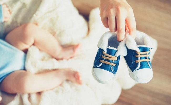 保育士が教えます!赤ちゃんが靴を履くのを嫌がるときの対処法