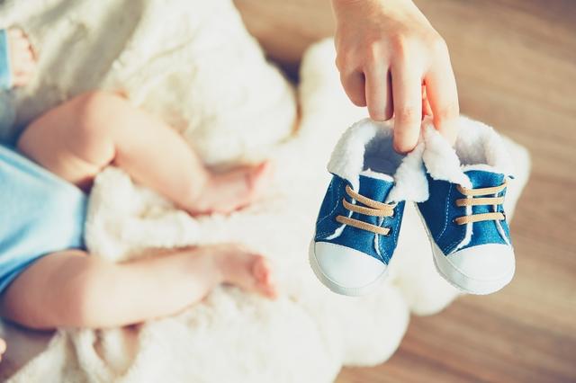 赤ちゃんへの靴のイメージ