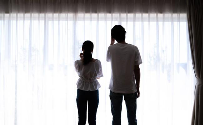 不妊治療中の夫婦のイメージ