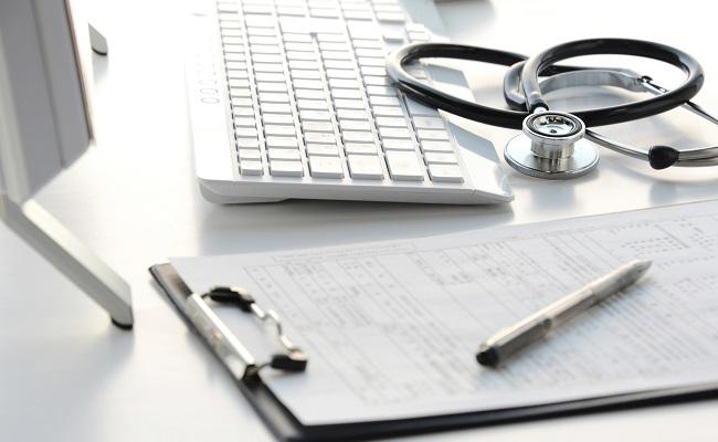 病院での診察のイメージ