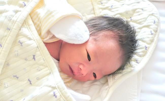 赤ちゃんのおくるみのイメージ