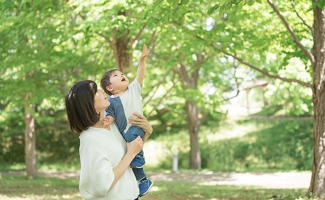 1歳半位の男児とママ